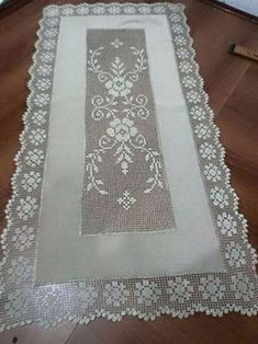 This Pin was discovered by Ayş Crochet Tablecloth, Crochet Doilies, Crochet Lace, Crochet Cowel, Filet Crochet, Crochet Borders, Crochet Diagram, Knitting Patterns, Crochet Patterns