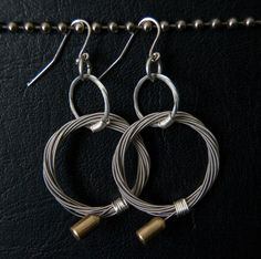 earrings made from guitar strings Guitar String Bracelet, String Bracelets, Jewelry Ideas, Jewelry Art, Unique Jewelry, Reuse, Upcycle, Music Crafts, Guitar Pics