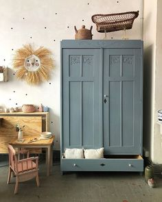Hello Mara Hello you! Mara is our new beautiful . Mara ist unser neuer wunderschöner Kleiderschrank … Hello Mara ⭐️ Hello you! Mara is our new beautiful wardrobe in gray-blue. Inside is a clothes rail and on request, … - Boys Bedroom Decor, Baby Bedroom, Kids Room Design, Little Girl Rooms, Baby Decor, Boy Room, Painted Furniture, Interior Design, Home Decor