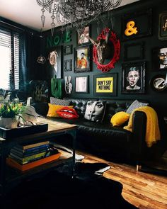 Sexy cool black-themed living room with splashes of color - Best Home Deco Dark Living Rooms, Living Room Interior, Home And Living, Small Living, Bold Living Room, Dark Rooms, Living Area, Rock N Roll Living Room, Green Living Room Walls