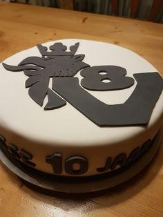 Scania V8 cake.
