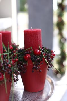 Christmas Advent Wreath, Christmas Flowers, Christmas Candles, Rustic Christmas, Christmas Holidays, Christmas Crafts, Christmas Table Settings, Christmas Party Decorations, Christmas Centerpieces