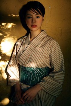 World Ethnic & Cultural Beauties — faromush: Tajik woman in traditional attire. Beautiful Japanese Girl, Japanese Beauty, Asian Beauty, Geisha, Prity Girl, Modern Kimono, Yukata Kimono, Wedding Kimono, Summer Kimono
