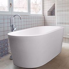 The Perth bathtub invites you to an unmatched bathing experience every time you walk in the door. This beautifully crafted bathtub will be hard to resist with its modern design and spacious interior. Duravit, Bathtubs, Perth, Basin, Invites, Modern Design, Interior, Bathtub, Indoor