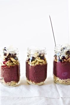 The Classic Acai Bowl | Modern Granola | The perfect acai bowl recipe that is so good, you won't know what to do with yourself. For real! Click through to get the recipe! #acai