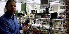 Nova tecnologia permite carregar o celular com a urina