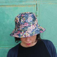 Sombreros - Sombrero impermeable - Dalias - hecho a mano por LoLahn-Handmade en DaWanda