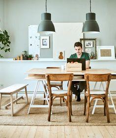 Egy környezettudatos minimalista otthon - IKEA Ivar Regal, Söderhamn Sofa, Style Minimaliste, Old Kitchen, Scandinavian Modern, First Home, Storage Spaces, Sweet Home, Dining Table