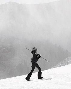 Dnes je venku zima a snih tak akorat vyrazit na hory! I funkcni veci na lyze mohou byt sexy. Zimni fashion editorial najdete v unorove Elle. foto @marekmicanek modelka & Bond Girl @bayakolarikova styling @kralicek asistent @zoltan_toth_ @adriana_bartosova hory @kitzbuehel_tirol @sportalm_kb @davidsportcz produkce @ivonka1401 #winter #mountains #ski #slopes #sportswear  via ELLE CZECH REPUBLIC MAGAZINE OFFICIAL INSTAGRAM - Fashion Campaigns  Haute Couture  Advertising  Editorial Photography…