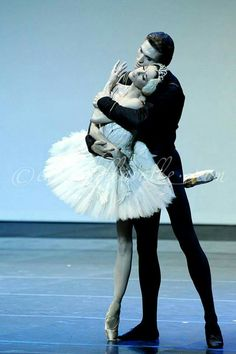 "<< Lucia Lacarra e Marlon Dino in ""Swan Lake"" # Photo © Enrico Della Ballet>>"