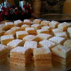 Mézes tejfölös pudingos szelet | Nosalty Krispie Treats, Rice Krispies, Cornbread, Keto, Cake, Ethnic Recipes, Food, Millet Bread, Kuchen