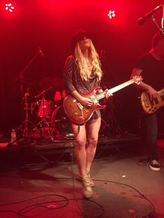 Orianthi the guitar queen.