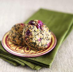 Quinoa-Puffer mit Süßkartoffeln und getrockneten Cranberries - Super lecker! Superfood!!   Zeit: 35 Min.   http://eatsmarter.de/rezepte/quinoa-puffer-mit-suesskartoffeln