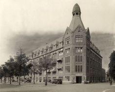 """Gebouw van Drukkerij """"De Spaarnestad"""" op de Nassaulaan te Haarlem, Nederland [1931]."""