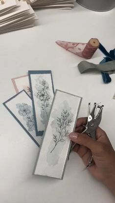 Creative Bookmarks, Diy Bookmarks, Homemade Bookmarks, Watercolor Bookmarks, Watercolor Cards, Bookmark Craft, Bookmark Ideas, Diy And Crafts, Paper Crafts