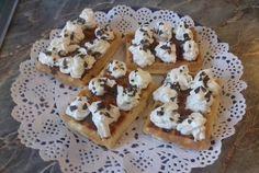Almás gofri Waffles, Breakfast, Food, Morning Coffee, Essen, Waffle, Meals, Yemek, Eten