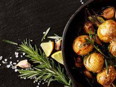 Aprenda a fazer batatas a murro deliciosas: receita e segredos | ncultura Sprouts, Vegetables, Food, Stewed Potatoes, Carne Asada, Roasts, Baked Cod, Types Of Fish, Kitchen Hacks