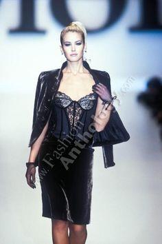 CHRISTIAN DIOR (pret a porter / boutique) Autumn Fall Winter 1996 / 1997 - paris fashion week - Designer: Gianfranco Ferre - Valeria Mazza