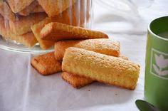 I biscotti da latte sono biscotti semplici e genuini perfetti per la prima colazione. La ricetta dei biscotti da latte è semplice da eseguire e una volta pronti si conservano fragranti per diversi giorni. 640 gr. di farina 00 220 gr. di zucchero 120 gr. di burro 100 gr. di latte 3 uova 10 gr. di lievito per dolci