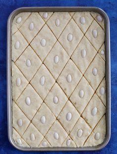 Namoura (نمورة) Lebanese Desserts, Greek Desserts, Lebanese Recipes, Indian Dessert Recipes, Sweets Recipes, Indian Sweets, Yummy Recipes, Cake Recipes, Namoura Recipe