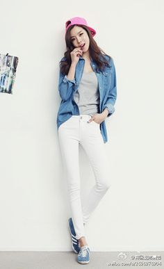 sporty chic, HOT! Coffee Date, Sporty Chic, Fashion Wear, White Jeans, Hot, Pants, How To Wear, Outfits, Clothes