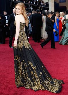 #Oscars #2012 red carpet fashion: #Jessica_Chastain wore #Alexander_McQueen gown, and #Harry_Winston yellow diamond jewels.