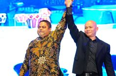 Dato Vijay Eswaran and Mr Joseph Bismark in a gesture of triumph #VIND12