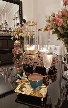 Tables and desk ideas Arabic Coffee, Turkish Coffee, Fall Mantel Decorations, Table Decorations, Breakfast Presentation, Breakfast Tea, Brown Coffee, Drink Table, Coffee Corner