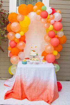 Little Cutie Citrus Baby Shower Bold and bright Citrus Baby Shower! This just screams summer. And bonus, it's entirely gender-neutral. Orange Party, Orange Birthday Parties, Baby Orange, Tequila Sunrise, Shower Party, Baby Shower Parties, Baby Showers, Baby Shower Fruit, Baby Shower Themes Neutral