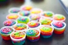 Psychedelic cupcakes! Soooon I will make them