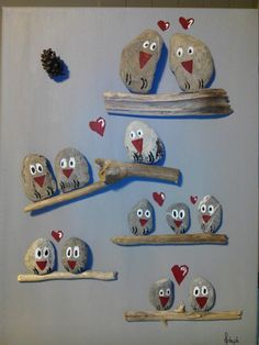 Tableau chouettes en galets et bois flotté Stone Crafts, Rock Crafts, Diy And Crafts, Arts And Crafts, Spring Crafts For Kids, Art For Kids, Caillou Roche, Art Rupestre, Painted Rocks