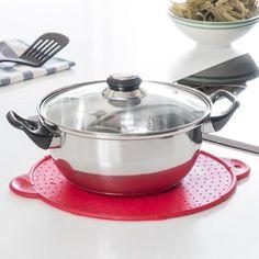 Nous vous présentons ce formidable outil à avoir absolument dans sa cuisine, qui est 3 en 1 : dessous-de-plat, couvercle et passoire de cuisine. Caractéristique