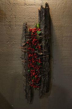 Bark / berry object # floral arrangement holy bark / berry object – Famous Last Words Deco Floral, Arte Floral, Floral Design, Christmas Floral Arrangements, Flower Arrangements, Flower Decorations, Christmas Decorations, Wood Painting Art, Land Art