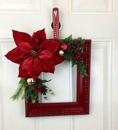 Here are Red and Green Christmas decorations ideas. Red and Green colors are traditional Christmas colors & are perfect Traditional Christmas decor ideas. Green Christmas, Christmas Colors, Rustic Christmas, Simple Christmas, Christmas Ornaments, Diy Christmas, Beautiful Christmas, Christmas 2019, Primitive Christmas