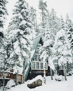 Cabin in the winter Snow ⛄️ Bella Montreal ⛄️ Insta: bella. Winter Szenen, Winter Cabin, Winter Time, Winter Christmas, Cozy Cabin, Christmas Music, Autumn Summer, A Frame Cabin, A Frame House