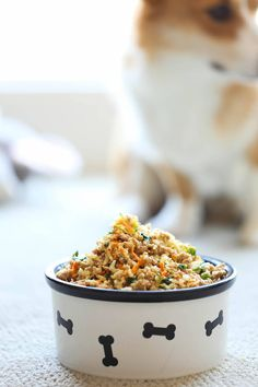 DIY Homemade Dog Food - Dog Food - Ideas of Dog Food - DIY Homemade Dog Food Keep your dog healthy and fit with this easy peasy homemade recipe it's cheaper than store-bought and chockfull of fresh veggies! Food Dog, Dog Food Recipes, Puppy Food, Keto Recipes, Cake Recipes, Healthy Recipes, Homemade Dog Food, Homemade Recipe, Food Items