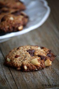 Pendant les vacances de février j'ai fait un atelier cuisine avec ma miss M. Nous nous étions amusées à faire des biscuits végétaliens pour le goûter en prenant comme base de départ les cookies au praliné de Marie Chioca (extrait du petit 20ème « la cuisine...