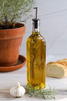 Garlic and Rosemary Infused Olive Oil - The Produce Moms