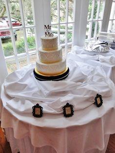 Wedding cake with flavor frames