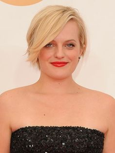 Elisabeth Moss in Andrew Gn at the 2013 Emmy Awards Pixie Hairstyles, Celebrity Hairstyles, Cool Hairstyles, Elizabeth Moss, Red Carpet Hair, Her Cut, New Haircuts, Short Styles, Hair Dos