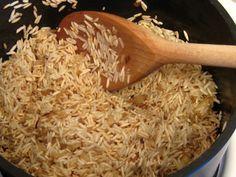 O que é bom pode ficar ainda melhor <3 No link, você confere 3 maneiras de transformar o arroz de todos os dias em um prato mais criativo e gostoso.