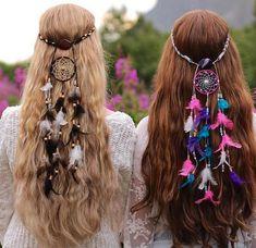 ❤ ☮ ✌︎ ♕ ☻☺ ✤ ☂ ↜ ➳ ☯ ♁ ♥ ॐ ღ ☀️ ✿ڿڰۣ(̆̃̃ ≫ * ❃✿ ✿⊱╮❇Ƹ̵̡Ӝ̵̨̄Ʒ❀ I K⧢ Si quieres organizar una fiesta hippie esta idea te servirá de inspiración. Hair Dos, My Hair, Curly Hair, Los Dreamcatchers, Estilo Hippie, Moda Boho, Looks Vintage, About Hair, Pretty Hairstyles