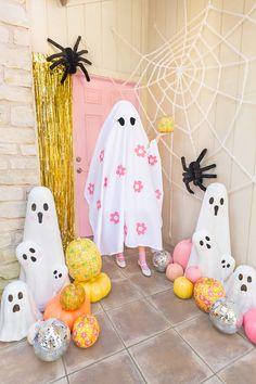 Vintage Halloween, Halloween Crafts, Halloween Party, Halloween Costumes, Holiday Activities For Kids, Gold Acrylic Paint, Halloween Traditions, Halloween Door Decorations, Fun Crafts