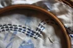 Stickring mit Geschichte.  Embroidery hoop with a story.