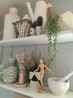 nostalgiecat: #PlantShelfie with a DIY plant pot...