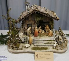 Church Christmas Decorations, Christmas Nativity Scene, Christmas Art, Crib Decoration, Nativity Stable, House Architecture Styles, Diy Crib, Holiday Crafts, Mini