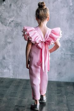 Excited to share the latest addition to my shop: Linen overall for girl Flower girl romper with ruffle Summer rompers Blush birthday rompers Girls linen jumpsuit Baby girl wedding outfit Rompers For Kids, Jumpsuits For Girls, Girls Rompers, Baby Wedding Outfit Girl, Little Girl Dresses, Girls Dresses, Outfits For Teens, Girl Outfits, Casual Outfits