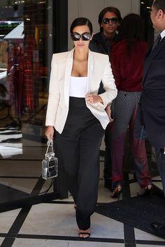 Kim Kardashian style with Chanel bag. Kim Kardashian style with Chanel bag. Kim K Style, Her Style, Curvy Style, Look Kim Kardashian, Kim Kardashian Blazer, Kardashian Fashion, Chic Outfits, Fashion Outfits, Fashion Trends