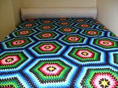 HOBİ DÜNYASI: yatak örtüsü tiğla örülen büyük motifli Crochet Bedspread, Crochet Quilt, Crochet Home, Crochet Yarn, Free Crochet Doily Patterns, Crochet Borders, Crochet Doilies, Crochet Square Blanket, Crochet Squares