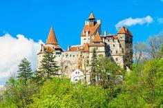 Kasteel Bran staat in Bran, Roemenië. ze zeggen dat graaf draccula er heeft gewoont